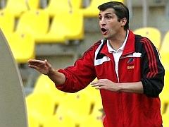 Тренер Анжи подал в отставку
