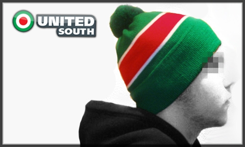 Красно-зеленые шапки в продаже!