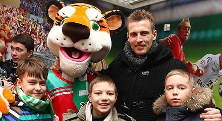 Дюрица и Тарасов пообщались с болельщиками перед матчем с «Динамо»