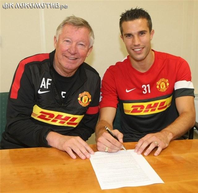"Ван Перси официально перешел в ""Манчестер Юнайтед"""