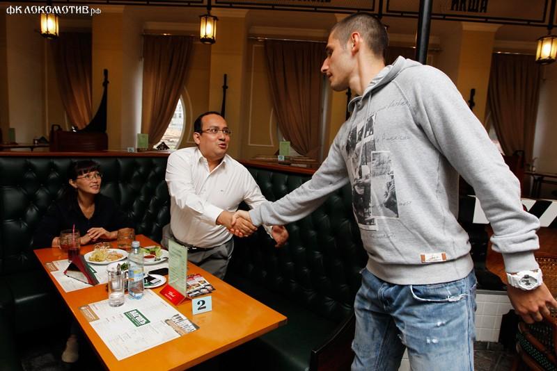 Тарас Бурлак разыграл поездку в Баковку