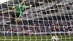 27 июня 2010 года. Германия - Англия - 4:1. Мяч после удара Фрэнка Лэмпарда пересек линию ворот Мануэля НОЙЕРА