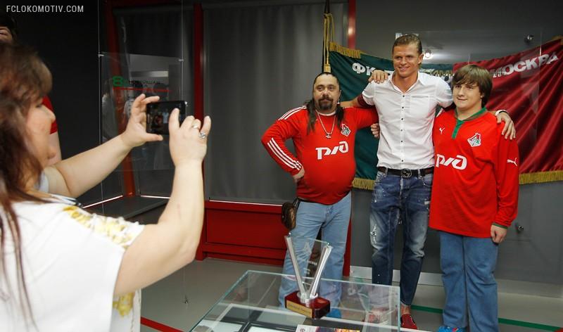 Награждение Тарасова в музее