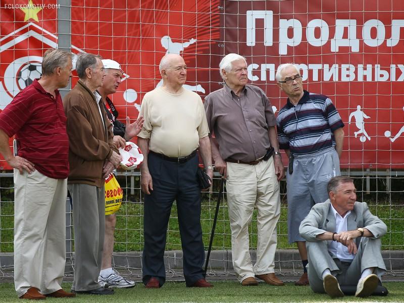 """Ветераны """"Локомотива"""" выиграли 6 тур """"Негаснущих звезд"""""""
