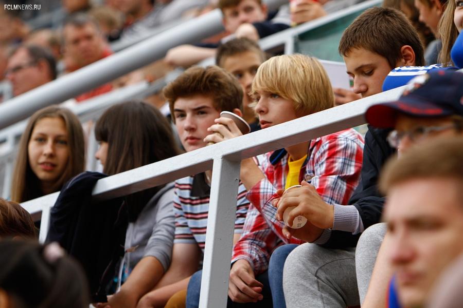 Школьный и семейный секторы на матче с ЦСКА
