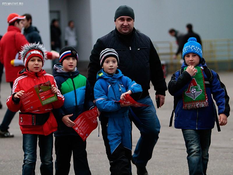 Школьный сектор на игре с «Томью»