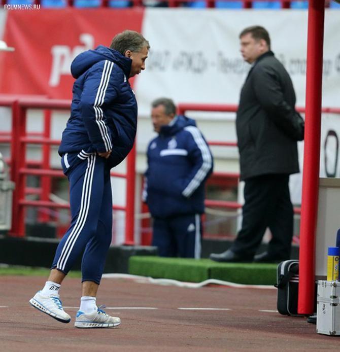 Петреску часто приходится подтягивать штаны.