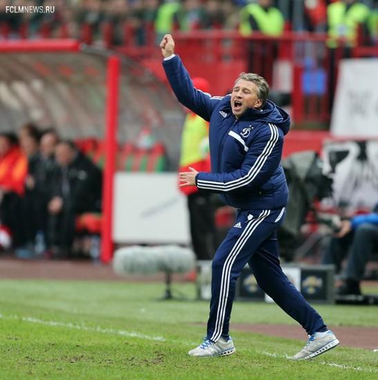 Петреску показывает карточку – и неважно, что он тренер, а не судья