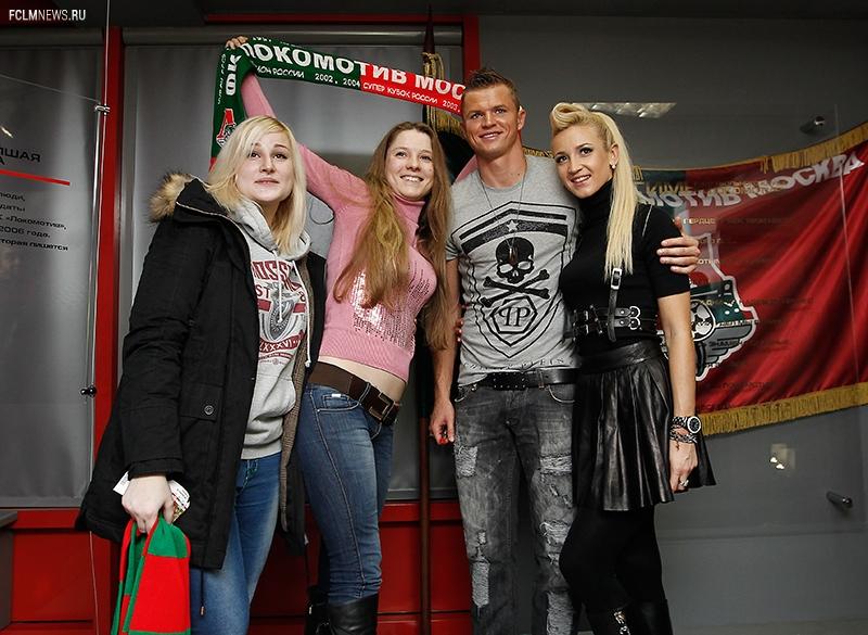 Тарасов и Бузова посетили клубный музей