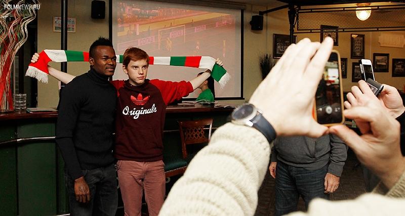 Обинна приготовил национальное блюдо и наградил победителей турниров по FIFA 14