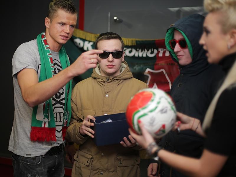 Тарасов наградил победителей конкурса граффити