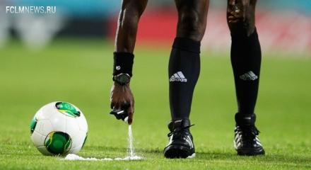 ФИФА разрешила арбитрам использовать во время матчей баллончики с краской
