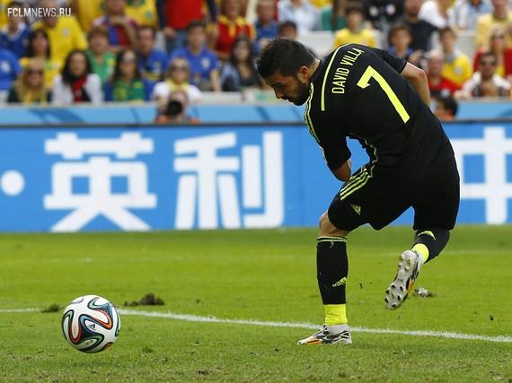 Давид Вилья забивает пяткой. Источник: Reuters