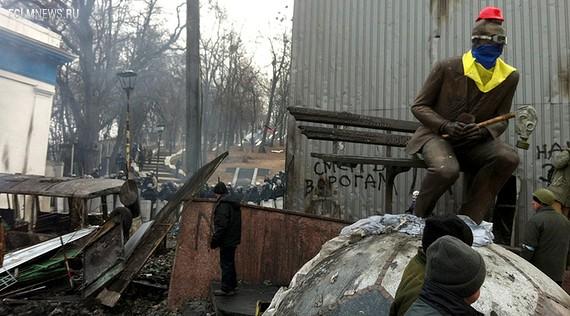 Так выглядел памятник Валерию Лобановскому в начале событий на Украине. Фото: dynamo.kiev.ua