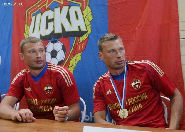 Братья Березуцкие — Василий (слева) и Алексей — с золотыми медалями. Фото ИТАР-ТАСС.