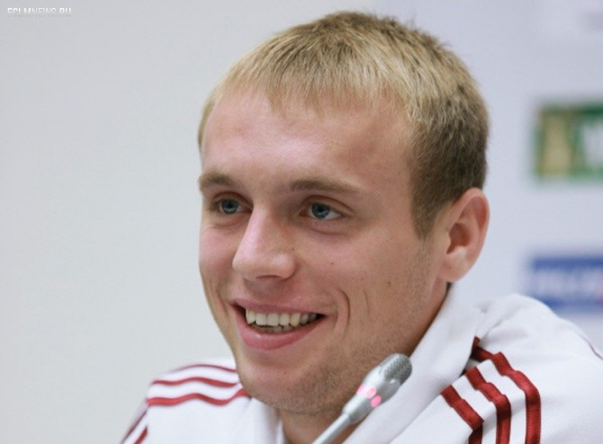 Денис Глушаков: сборную мог бы возглавить Слуцкий