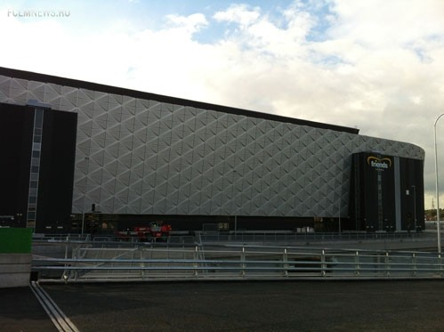 Стадион «Френдс Арена» можно увидеть при подъезде к станции Сольна