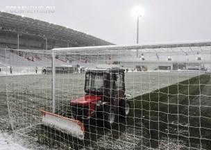 Футбол по-русски: Баджо в сугробе, солдаты на поле и фанаты с лопатой