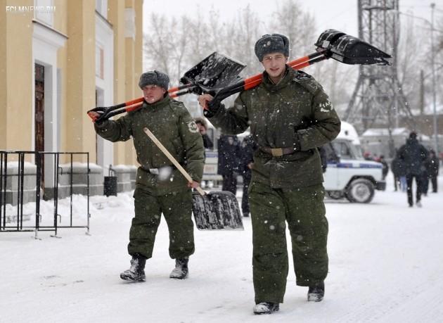 Может, солдаты виноваты в поражении «Спартака»? Не иначе ЦСКА постарался привести поле в порядок! Фото ТАСС