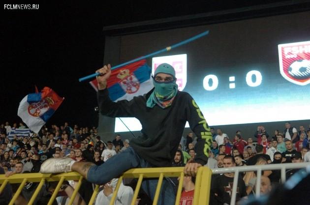 Агрессивно настроенный болельщик сборной Сербии. Фото Global Look Press.