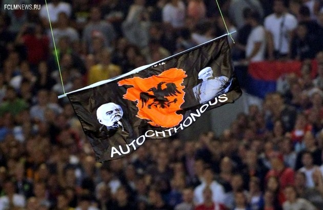 """Флаг """"Великой Албании"""" на матче Сербия - Албания. Фото Global Look Press."""