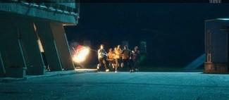Так в сериале «Физрук» фанаты «Ростова» сожгли флаг «Локо». Кадр ТНТ