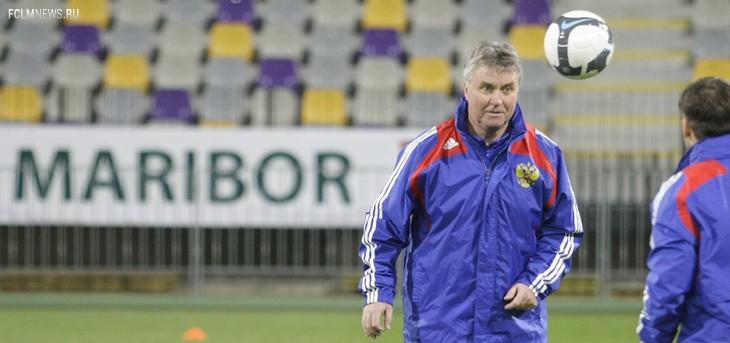 Гус Хиддинк на тренировке перед тем самым матчем в Мариборе. Источник: Associated Press