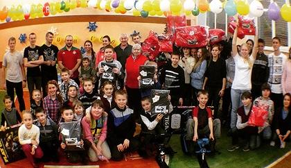 Болельщики «Локомотива» посетили детский дом