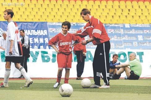 Трудный путь юных футболистов