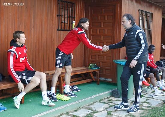 Фоторепортаж с первой тренировки на испанских полях