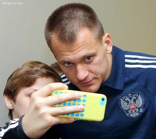 Футболисты сборной России встретились с юными болельщиками