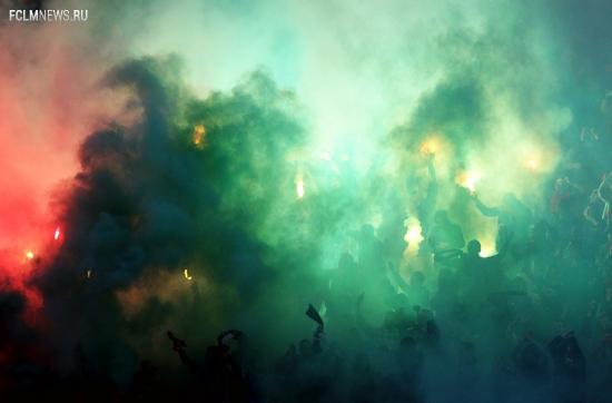 Огонь на трибунах, спорное удаление Рыкова — в фотообзоре