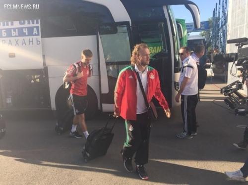 """Футболисты московского """"Локомотива"""" прибыли на стадион """"Центральный"""""""