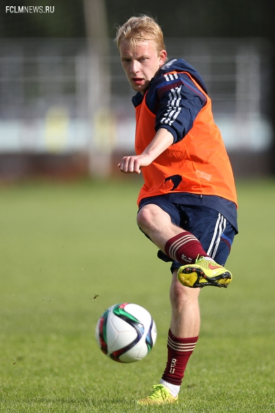 Юноши готовятся к матчам с Англией
