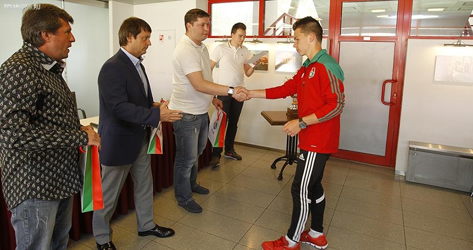 Игроки «Локо-2001» получили подарки от клуба