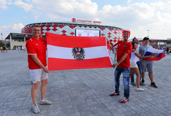 Красочный перформанс, гол Янко через себя и другие фото с матча Россия — Австрия