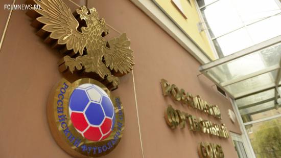 Новый тренер футбольной сборной России будет получать зарплату в рублях