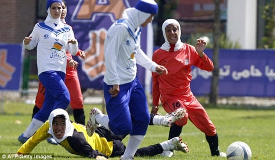 Восемь игроков женской сборной Ирана по футболу оказались мужчинами