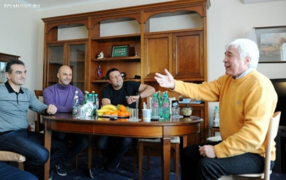 «Ребят, удачи! Но не со «Спартаком». Евгений Ловчев съездил к тренерам «Локо»