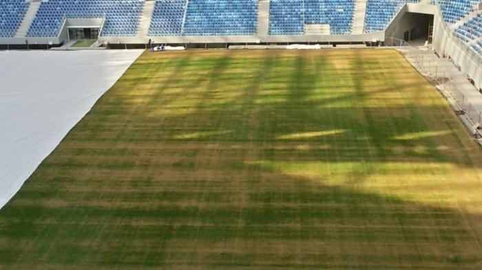 Поле на «Крестовском» начало гнить, газон непригоден для игры