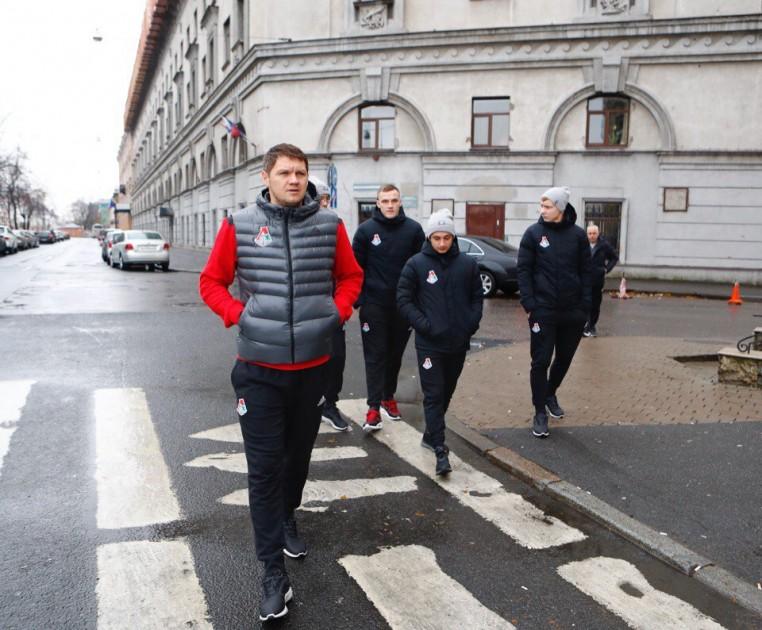 Футболисты «Локомотива» прогулялись по Санкт-Петербургу